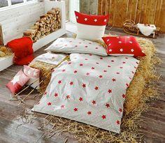drau en fallen die schneeflocken der frost klopft ans fenster aber ihr habt es gem tlich mit. Black Bedroom Furniture Sets. Home Design Ideas