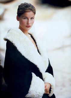 Picture of Laetitia Casta Laetitia Casta, She Walks In Beauty, Guess Girl, Aesthetic People, 90s Models, French Models, French Actress, Vintage Glamour, Pretty People