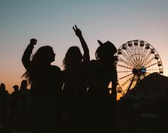 Fotos no Rock In Rio com amiga Cute Friend Pictures, Best Friend Pictures, Cute Pictures, Friend Poses Photography, Tumblr Bff, Rock In Rio, Cute Friends, Best Friend Goals, Best Friends Forever
