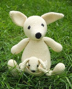Ravelry: Suzy and Toby Kangaroo pattern by Marie Lize Chunky Crochet, Knit Or Crochet, Free Crochet, Knitted Stuffed Animals, Crochet Animals, Crochet Accessories, Origami, Suzy, Doll Toys