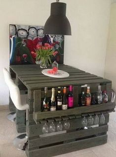 20 DIY Projects That Will Turn Old Pallets Into Unique Furniture These pallets ideas are full of creativity and are sure to get you passionate for DIY pallet furniture! Wood is selected for building furniture Wooden Pallet Projects, Wooden Pallet Furniture, Pallet Beds, Pallet Crafts, Wooden Pallets, Unique Furniture, Wooden Diy, Diy Furniture, Diy Projects