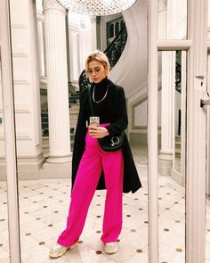 How to Pull Off Sneakers With Your Holiday Outfits A Holiday Outfit With Bright Pink Pants and Sneakers Pink Pants Outfit, Hot Pink Pants, Pink Outfits, Colourful Outfits, Winter Fashion Outfits, Holiday Outfits, Fall Outfits, Casual Outfits, Cute Outfits