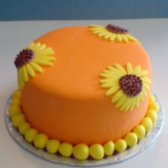Simple but gorgeous sunflower cake