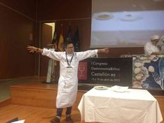 Luis Arévalo, ( Restaurante Kena madrid), presenta  con Pasión y elocuencia sus platos durante la Ponencia.