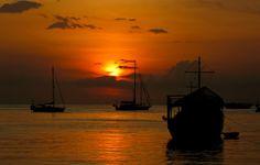 Los 12 hermosos atardeceres tomados desde la Bahía de Juan Griego | El Navegao