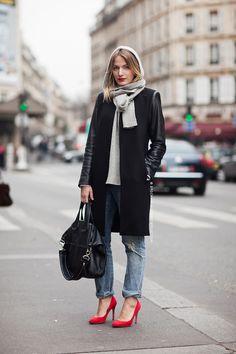 http://carolinesmode.com/stockholmstreetstyle/art/314147/_45_great_blogger_looks_you_mu/?pic=30