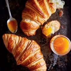 A Guide to Making Homemade Croissants Butter Croissant, Croissant Dough, Strudel, Crossant Recipes, Homemade Croissants, Homemade Breads, Roti Bread, French Sweets, Sicilian Recipes