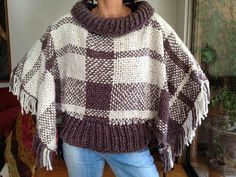 Loom Weaving, Tapestry Weaving, Loom Knitting Patterns, Cross Stitch Love, Tear, Crochet Poncho, Crochet Clothes, Crochet Outfits, Fabric
