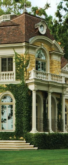 This looks like it should be in Disneyland as a Haunted Mansion - Luxury Homes Amazing Architecture, Architecture Details, Beautiful Buildings, Beautiful Homes, Disneyland, Design Azul, Southern Homes, Southern Charm, Haunted Mansion