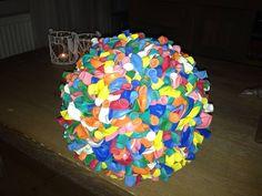 ballonbal met 600 ballonnen en een bal van piepschuim