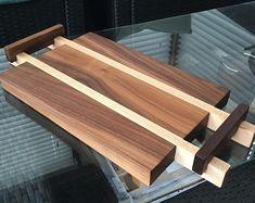 Custom wood tray and cutting board Wood Turning Lathe, Wood Turning Projects, Diy Wood Projects, Projects To Try, Wood Lathe, Diy Cutting Board, Wood Cutting Boards, Wood Branding Iron, Wood Chess Board
