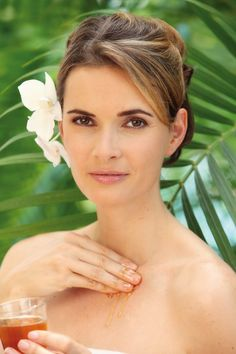 A daily beauty special in the Spa areas & Saunas: Take a honey face mask before the infusion starts and spoil your skin with moisture and nourishing minerals. Subsequently a rosy complexion and a wonderful smooth skin reminds on the sweet application.
