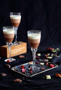 Mousse tres chocolates - Rainstorm Tutorial and Ideas Chocolate Rain, Chocolate Mouse, I Love Chocolate, Chocolate Mousse Cake Filling, Chocolate Desserts, Chocolates Gourmet, Tres Chocolates, Flan, Dark Food Photography