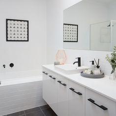Laundry In Bathroom, Bathroom Inspo, Bathroom Ideas, Bathtub Tile Surround, Ideal Bathrooms, Scandi Home, Arts And Crafts House, Home Trends, High Contrast