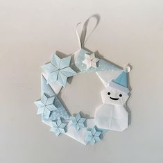 Paper Art, Paper Crafts, Diy Crafts, Origami Wreath, Christmas Time, Christmas Ornaments, Holiday Crafts, Holiday Decor, Jingle Bells