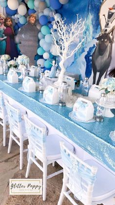 Frozen Birthday Party (With images) Frozen Birthday Decorations, Frozen Themed Birthday Cake, Frozen Themed Birthday Party, Disney Frozen Birthday, Birthday Party Tables, 3rd Birthday Parties, Summer Birthday, Frozen Table Decorations, Birthday Ideas