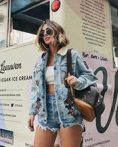 Fique por dentro das principais tenências de street style e passarela e acompanhe um conteúdo diário com dicas de beleza e truques estilo.
