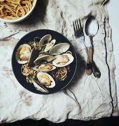 spaghetti alle vongole. palate/palette/plate