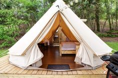 Glampotel Bere Regis In England, United Kingdom - Camping Ideas Glamping Holidays, Family Glamping, Bell Tent Camping, Go Camping, Outdoor Camping, Dorset Camping, Tent Platform, Luxury Glamping, Glamping Tents