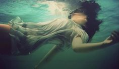Photography sad girl water New ideas Under The Water, Story Inspiration, Character Inspiration, Underwater Photography, Art Photography, Poses References, Sad Girl, Favim, Water Photography