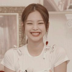 Jennie's gummy Smile Kpop Girl Groups, Korean Girl Groups, Kpop Girls, Fake Instagram, Yg Artist, Smile Icon, Blackpink Members, Jennie Kim Blackpink, Blackpink And Bts
