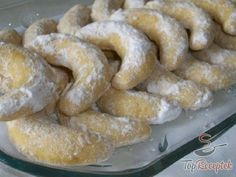 Klasszikus karácsonyi kifli Hungarian Desserts, Hungarian Recipes, Bread Dishes, Food Dishes, Christmas Sweets, Christmas Baking, Cookie Recipes, Dessert Recipes, Czech Recipes
