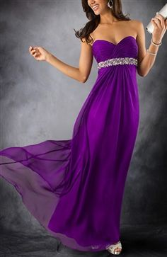 OMG, this dress is burning hot. It is a Beading Bustline Pleated Chiffon Prom Dress that the fabric is perfect for a summer wear. Love the feminine sweetheart neckline and beading empire. The entire dress gives a slim and graceful look to others. Style code: 08696 We're now offering you a sale from $109 to $95.92, so hurry up. Order yours here: http://www.outerdress.com/beading-bustline-pleated-chiffon-prom-dress-pd-08696-19.html #Outerdress #PromDress