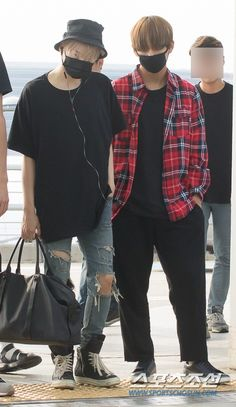 [Press] 150828 BTS @ Incheon Airport on their way to Hongkong for Final TRB Airport Fashion Kpop, Kpop Fashion Outfits, Men's Outfits, V Taehyung, Jhope, Jimin, Bts Airport, Airport Style, K Pop