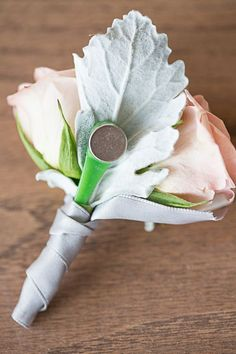 magnetic boutonniere! For next time I do the flowers for someone's wedding! Great tip! #weddingflowers