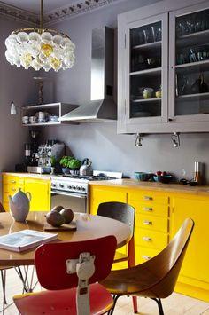 fargerik leilighet på st.hanshaugen, beboer Synne Skjulstad= FOTO: Yvonne Wilhelmsen