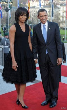 Anyone Who Loves President Obama Should Feel Proud; he and His Wife are Such a Grand Couple. Michelle Obama Fashion, Michelle And Barack Obama, Malia Obama, Black Presidents, Greatest Presidents, First Black President, Our President, American First Ladies, African American Women