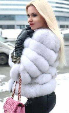 Leather, PVC, Plastic,Boots and more. Winter Fashion Outfits, Fur Fashion, Sexy Outfits, Girl Outfits, Fur Coat Outfit, Fox Fur Coat, Fur Coats, Plastic Boots, Black Leather Gloves