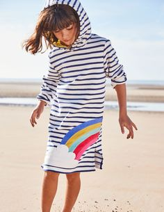 That's a wrap! When it's time to (finally) come out of the water, get cosy in our beach dress. The soft towelling material is just as comfortable as your favourite dressing gown, and the hood is perfect for drying sea salt curls.