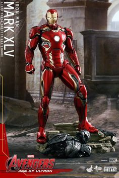 Don't miss out on adding the incredible Hulk to your Avengers: Age of Ultron collection! - Authentic and detailed likeness of Hulk in Avengers: Age of Ultron. Iron Man Suit, Iron Man Armor, Age Of Ultron, Marvel Dc Comics, Marvel Heroes, Marvel Universe, Hot Toys Iron Man, Robert Downey Jr., Super Anime
