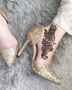 Modern Henna Designs, Simple Arabic Mehndi Designs, Mehndi Designs Feet, Legs Mehndi Design, Mehndi Design Photos, Wedding Mehndi Designs, Beautiful Henna Designs, Henna Tattoo Designs, Mehandi Designs