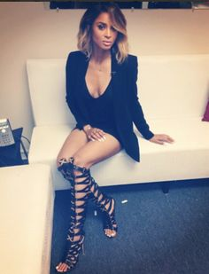 Ciara with her hair ombred and wavy. Corte Y Color, How To Pose, Swagg, Girl Crushes, Black Girls, Her Hair, Beautiful People, Celebrity Style, Short Hair Styles