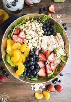 This chicken, berry, and almond salad is full of so much goodness. Perfect for a refreshing salad all summer long! Amazing Vegetarian Recipes, Vegan Recipes Easy, Clean Recipes, Fall Recipes, Vegan Vegetarian, Paleo, Eat Lunch, Lunch Meal Prep, Soup And Salad