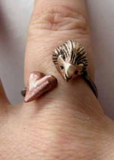 Hedgehog valentine ring by AnnaSiivonen on Etsy Chip Carving, Sloths, Stainless Steel Rings, Hedgehogs, Felt Ornaments, Polymer Clay Jewelry, Four Legged, Felt Crafts, Needle Felting