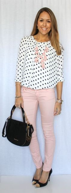 Pink jeans + necklace, polka-dot top and black shoes + bag
