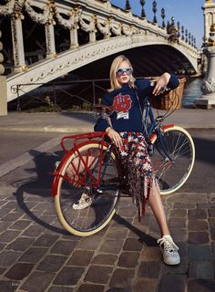 Charlene Hogger takes Paris in haute couture for Elle US January 2016 by David Burton [fashion] Bicycle Women, Bicycle Girl, David Burton, Cycle Chic, Spring Couture, Bike Style, Inspiration Mode, Elle Magazine, Celebrity Outfits