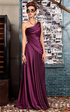 Deep purple elegant evening gown. I like the color more than the style. I think I've been fooling myself all these years. Yellow isn't my favorite color, purple is. And pink. And blue ;)