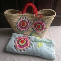 Conjunto de capazo y toalla patch Summer Handbags, Wicker, Embroidery, Sewing, Sandals, Basket Liners, Handmade, Beach, Hats
