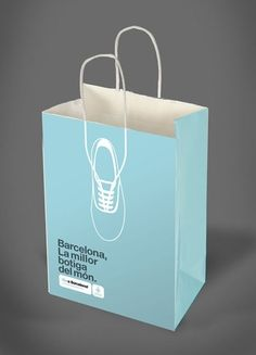 Sneaker paper bag from Barcelona Clever Packaging, Bag Packaging, Print Packaging, Paper Packaging, Logo Design, Poster Design, Web Design, Design Food, Creative Design