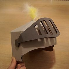 Casque chevalier en carton découpé au laser - DIY