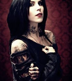 Ripped sweater, off-the-shoulder and all black. Kat Von D has a personality and lifestyle that matches her 100%