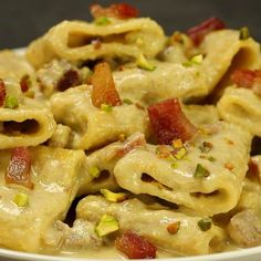 "This is ""Paccheri alla crema di burrata e pistacchi con guanciale"" by Al.ta Cucina on Vimeo, the home for high quality videos and the people who love them. Pasta Recipes, Cooking Recipes, Healthy Recipes, Food Menu, Pasta Dishes, Italian Recipes, Love Food, Macaroni And Cheese, Food Porn"