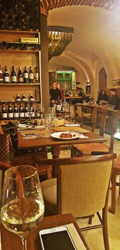 Vinto Gastro Wine Bar   Timișoara Sauvignon Blanc, Table Settings, Wine, Bar, Furniture, Home Decor, Restaurant, Salads, Decoration Home