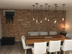 20 Trendy Dining Room Wall Colors to Transform Your Space Kitchen Feature Wall, Brick Tile Wall, Living Room Wall, Brick Feature Wall, Dining Room Small, Feature Wall Living Room, Trendy Dining Room, Dining Room Walls, Rustic Living Room