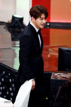 "Kim Myungsoo - Best Character Actor Award & Male Popularity Award ""171230 mbc drama awards © apricity ♡ do not crop or edit!"""