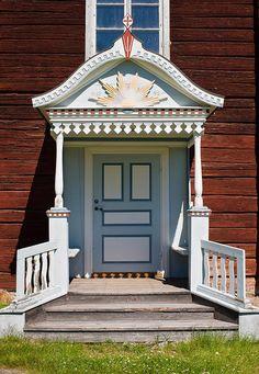 Entrance (farstukvist) to old house in Hälsingland, Sweden. Door Entryway, Entrance Doors, Beautiful Architecture, Beautiful Buildings, Sweden, Swedish Cottage, Swedish Design, Scandinavian Home, Door Knockers